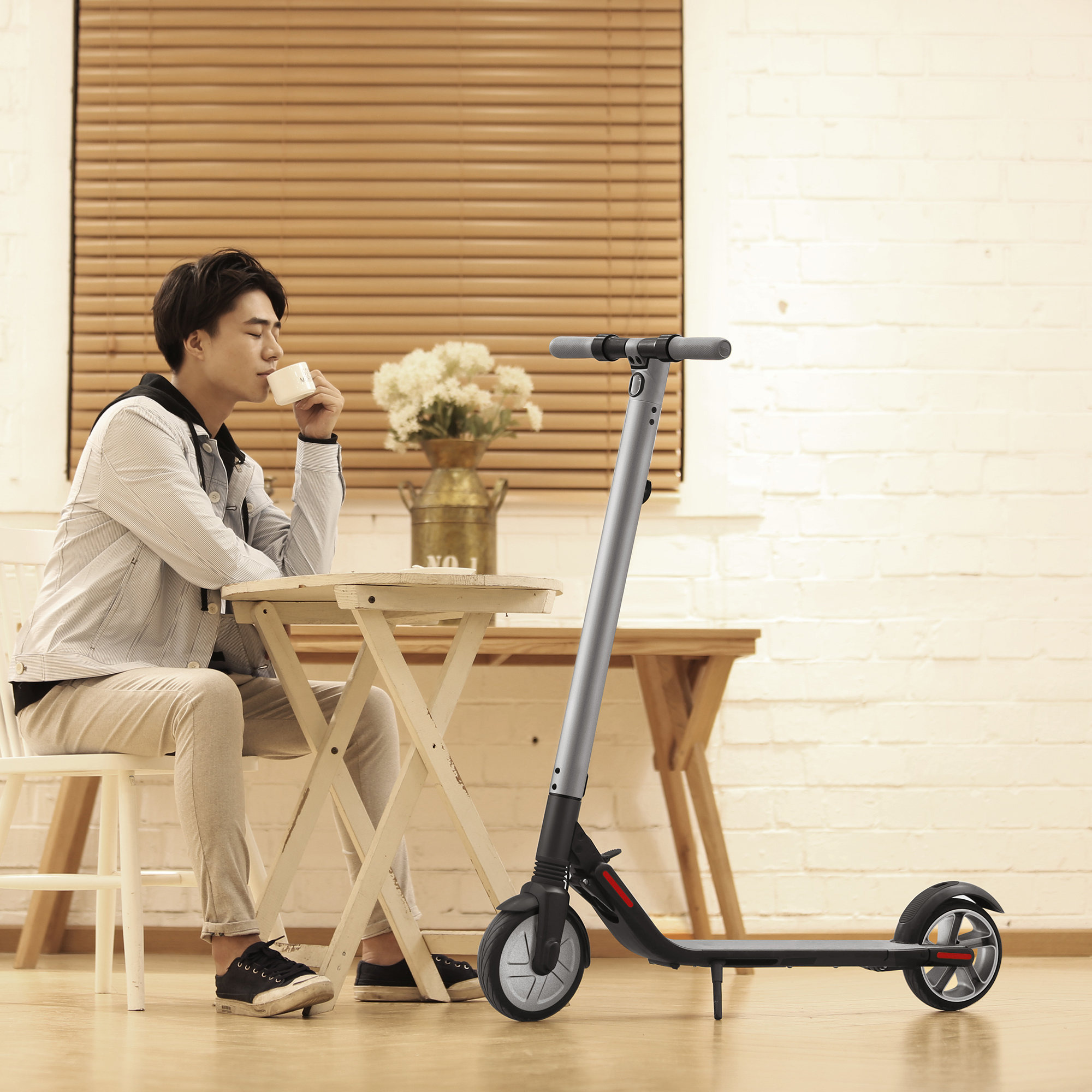 kickscooter es2 fr n ninebot by segway gratis leverans. Black Bedroom Furniture Sets. Home Design Ideas