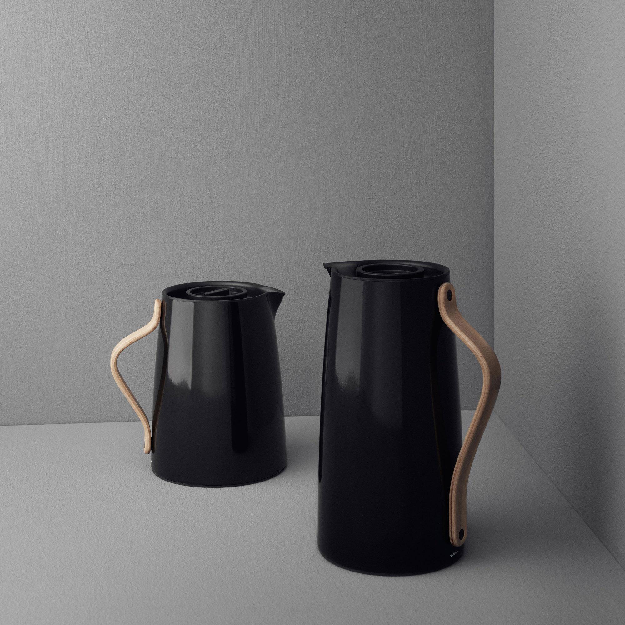 k b emma termokande sort kaffe 1 2 liter fra stelton. Black Bedroom Furniture Sets. Home Design Ideas